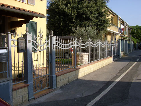 Best recinzioni moderne recinzioni in ferro battuto per for Recinzioni per ville moderne